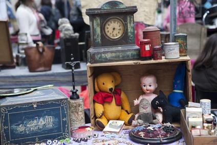 Auch Kinder bummeln gern über ein Trödelmarkt